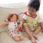 お人形大好き! お医者さんごっこにもハマってます