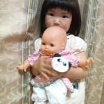 お人形大好き!  どうしたの?痛かったのよしよし