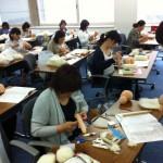 人形を手作りする喜び 講習会真っ最中