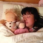 お人形大好き! 毎日一緒に寝ています