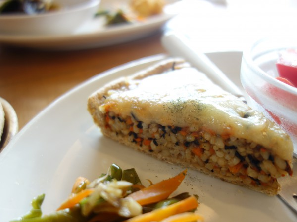 玄米と野菜とひじきのキッシュ ぽらんの広場