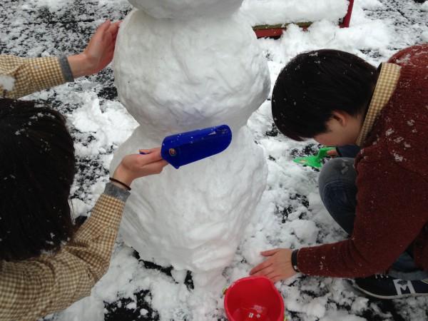 フックス社のお砂場道具で雪だるま作り@木のおもちゃカルテット