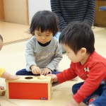 【カルテット通信】乳児の「モノを叩く」を楽しく解消!一家に一台は置いて欲しいマストおもちゃをご紹介