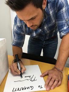 ネフ社 サイン