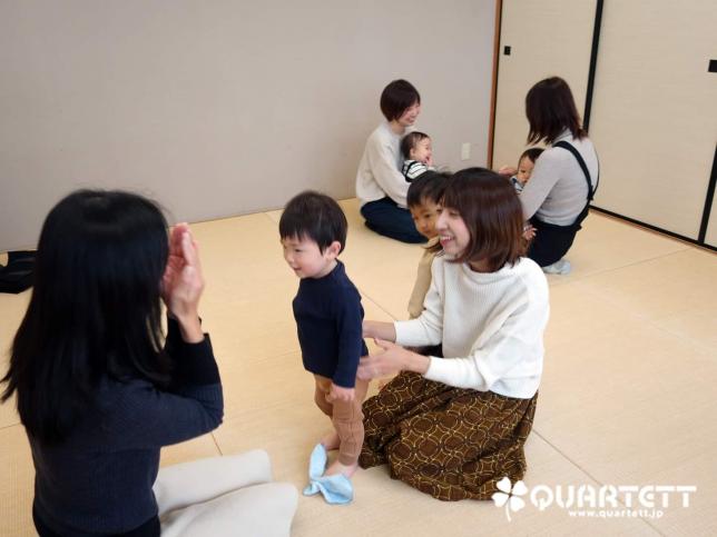 6ヶ月から絵本と玩具とわらべ歌を学ぶカルテット幼児教室