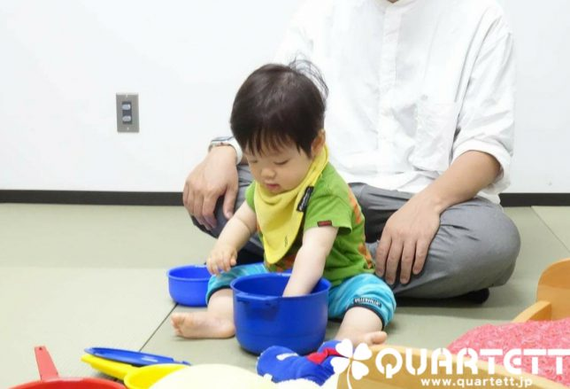 知育玩具で遊ぶ_カルテット幼児教室